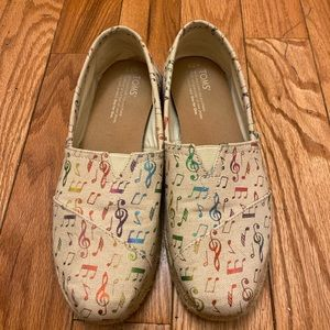 Rainbow music note Toms